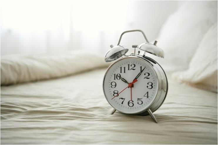 Mehrphasenschlaf ist eine neue Art zu schlafen. Anstatt wie normalerweise nur einmal pro Tag in einem langen Stück zu schlafen, schläft der Mehrphasenschläfer mehrmals pro Tag, dafür aber jeweils deutlich kürzer und spart dadurch je nach gewähltem Schlafsystem pro 24h-Periode mehrere Stunden Schlaf ein.